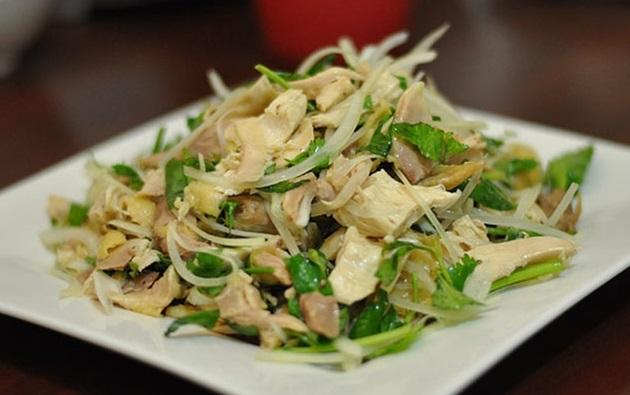 gỏi gà rau răm hành tây